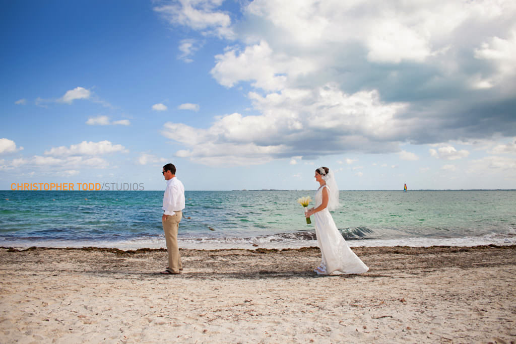 Couples first look elopement ceremony Cancun