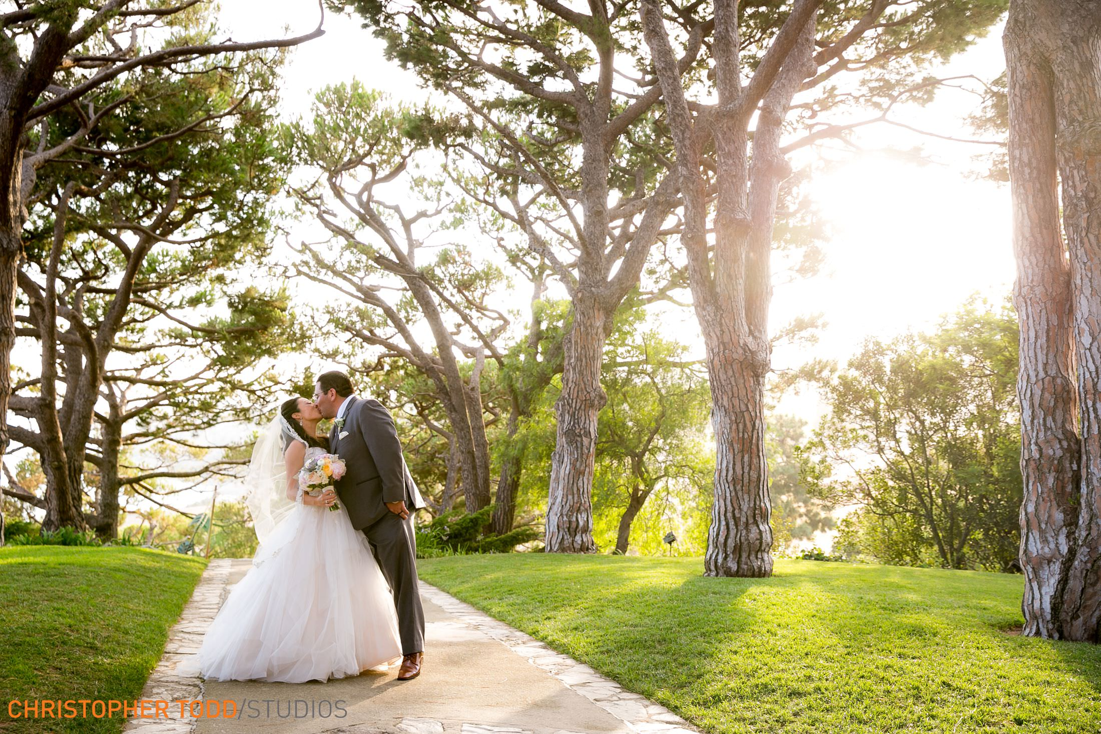top-wedding-photographer-wayfarers-chapel