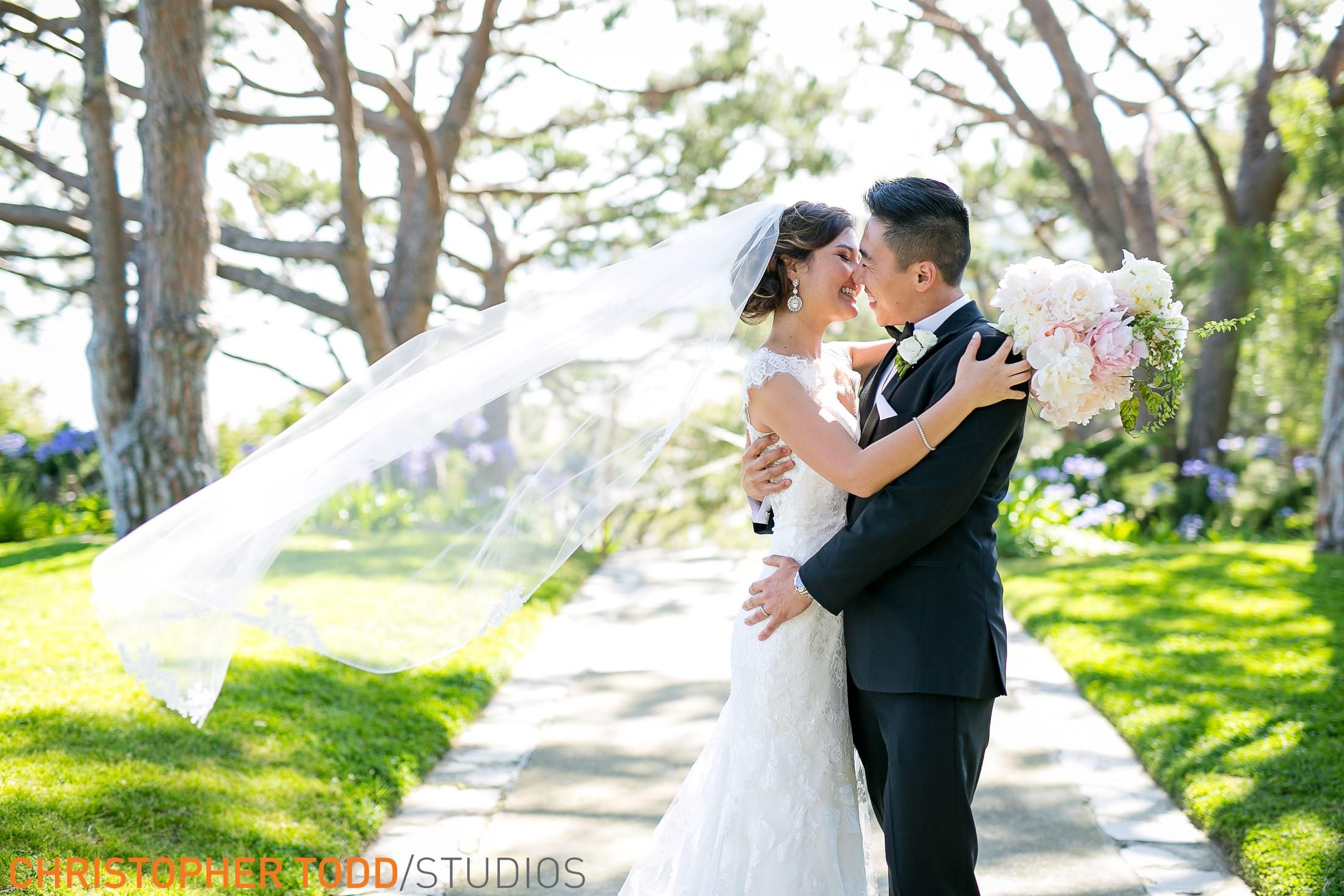 top-wedding-photographer-wayfarers-chapel