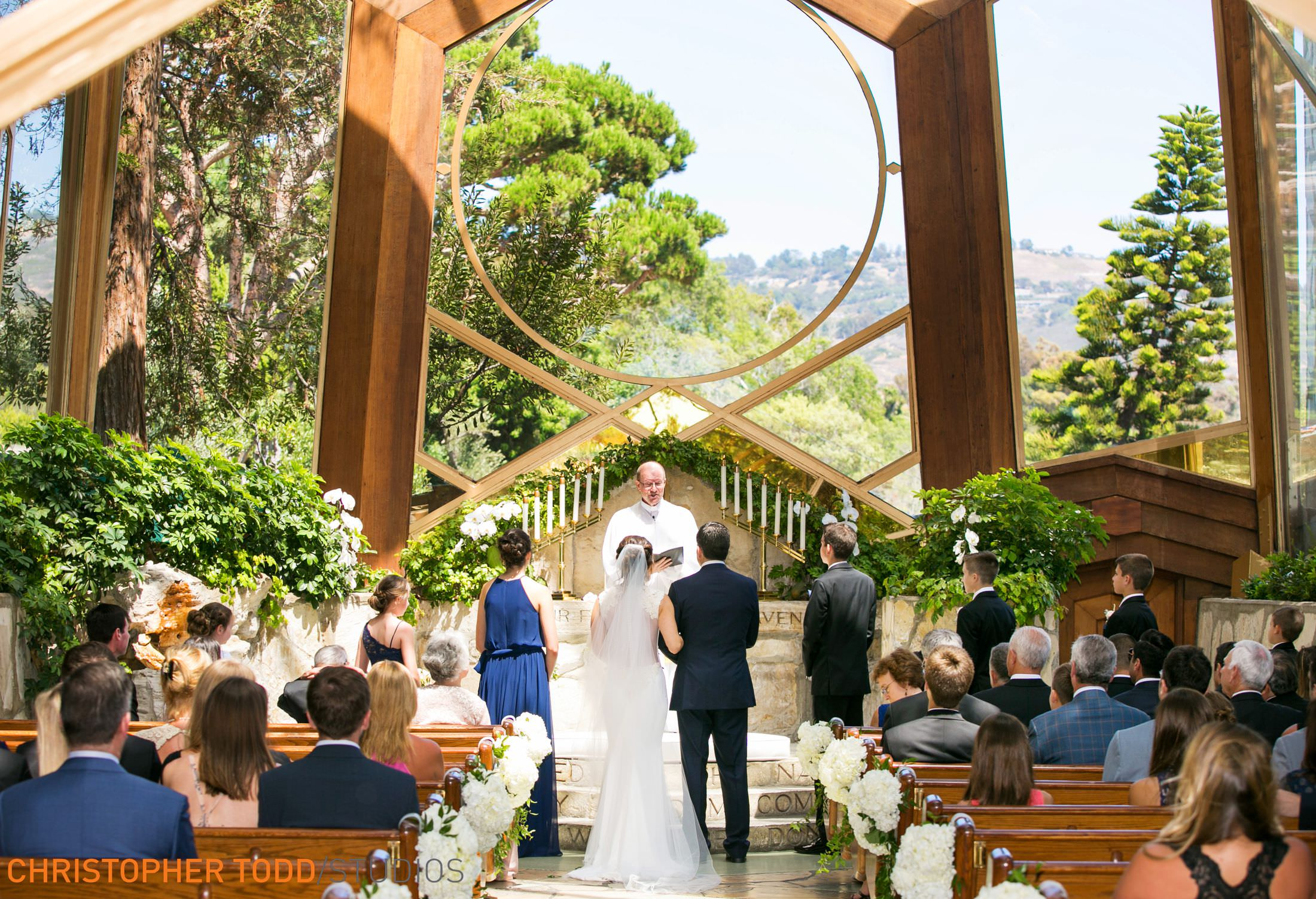 Wayfarers-chapel-wedding-ceremony-photos
