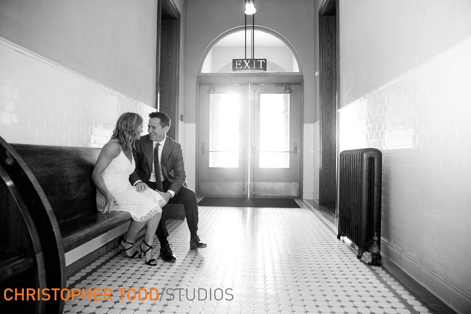 elopement-photographer-old-orange-county-courthouse