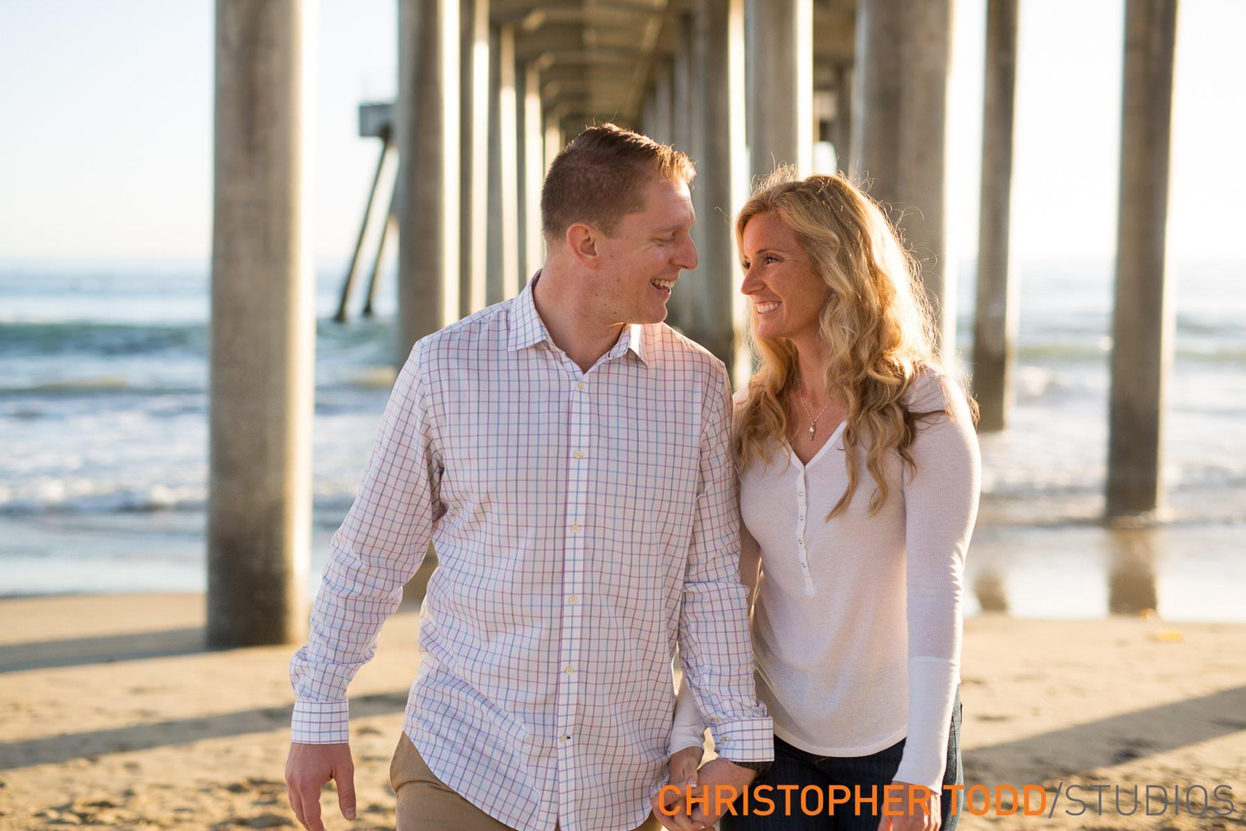 huntington-beach-pier-engagement-photos