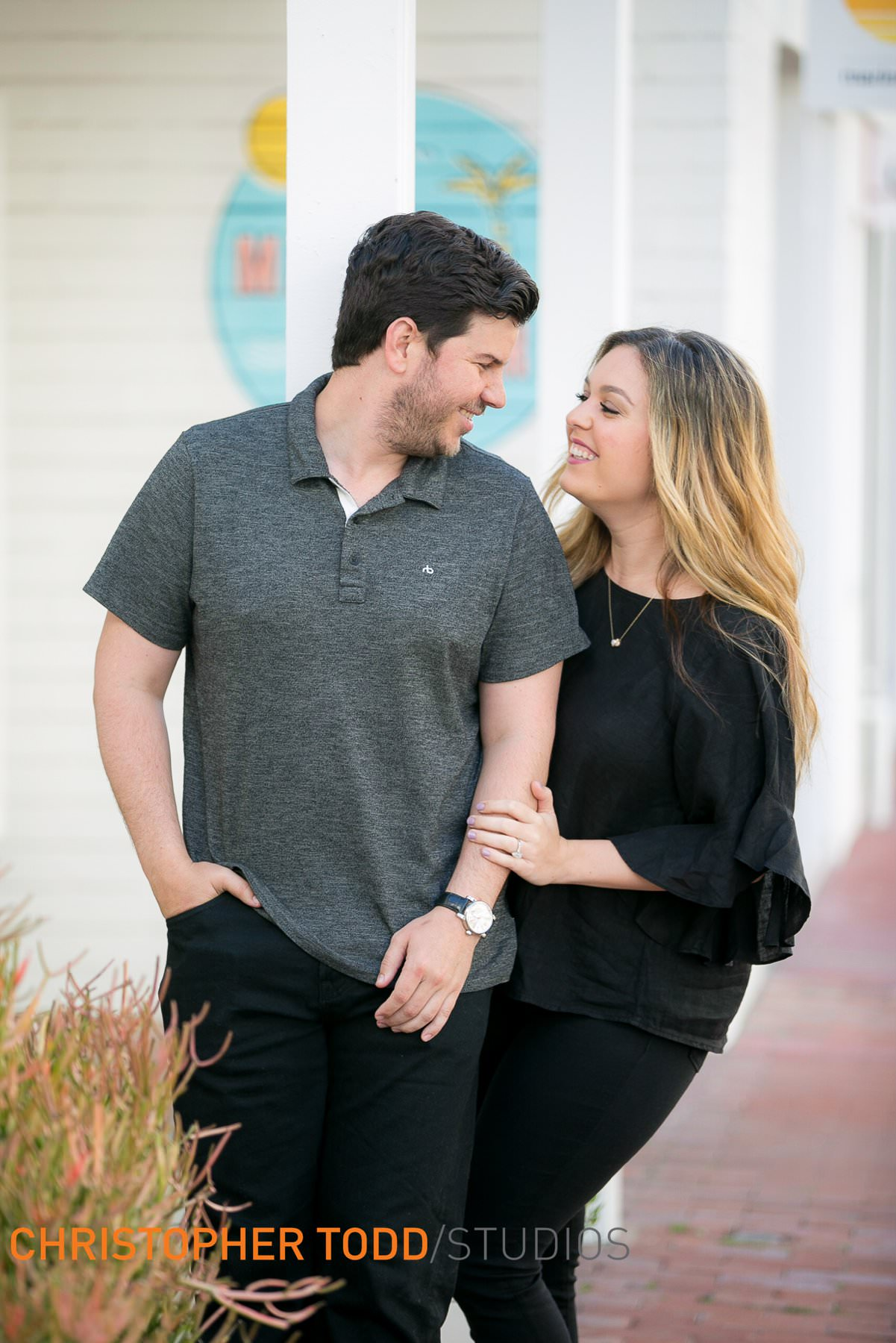 engagement-photos–Lido–Village