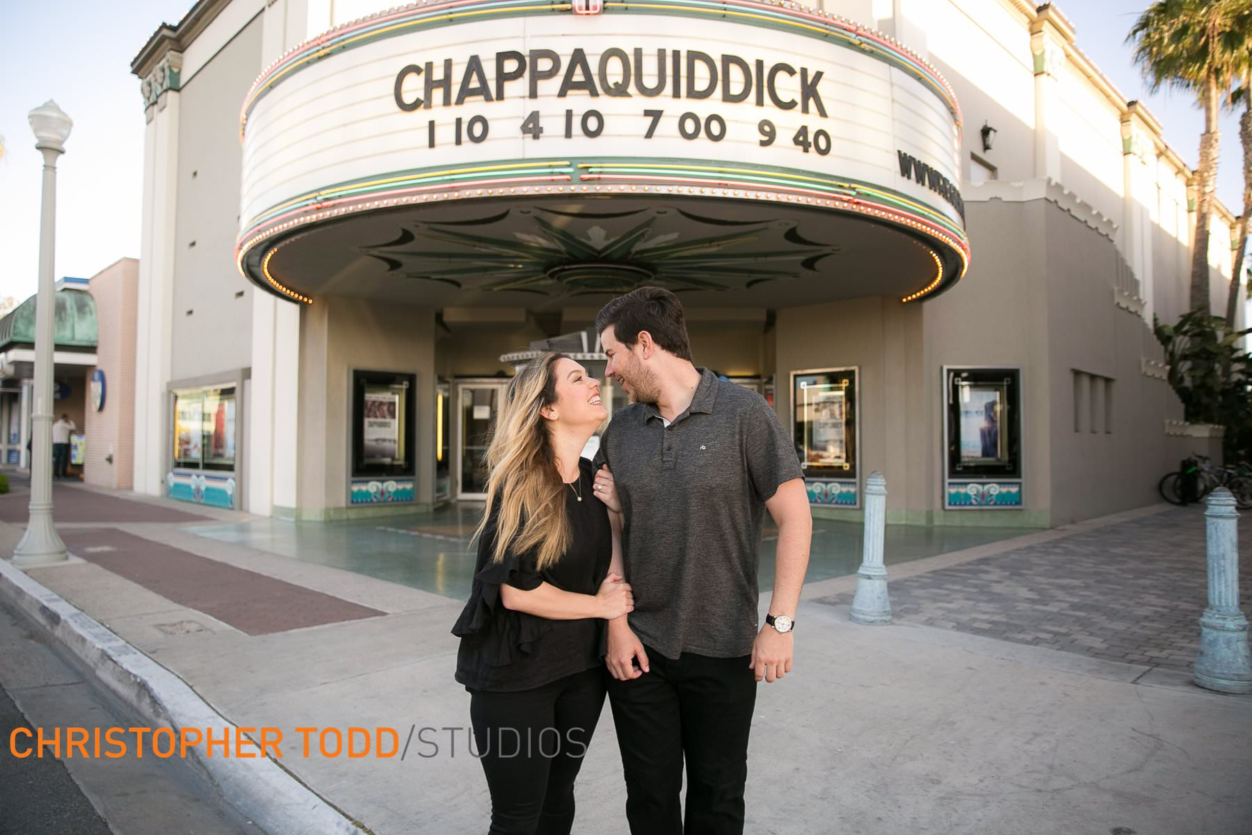 Engagement-photos–Lido-theater