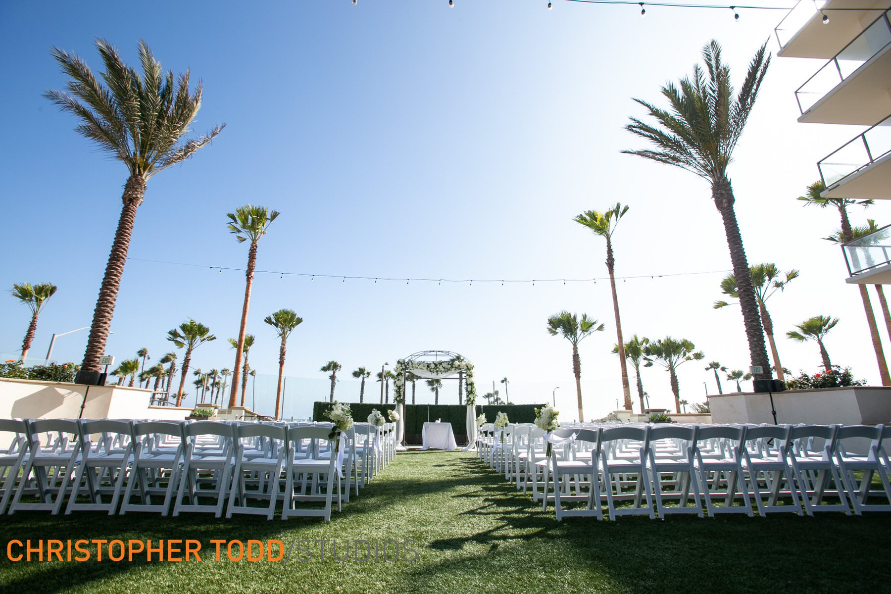 outdoor-weddings-at-hilton-waterfront-resort