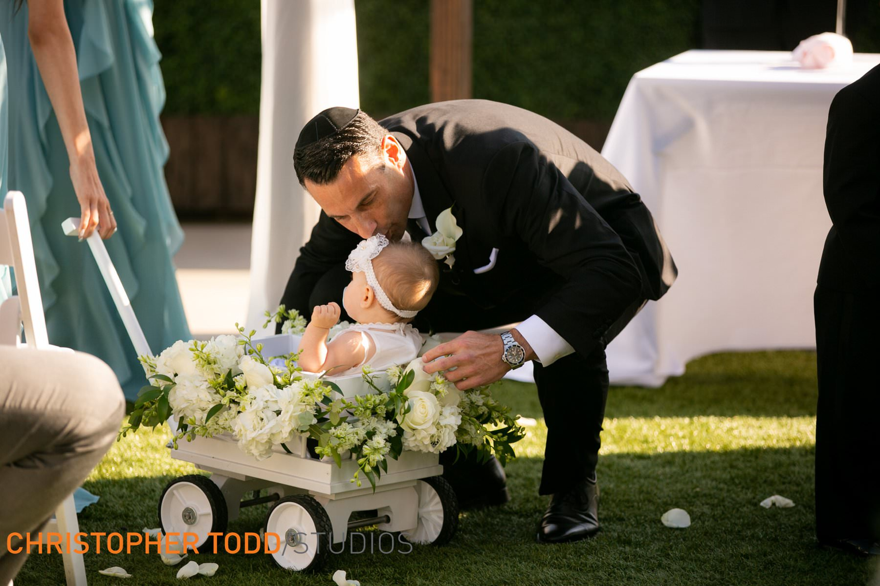 outdoor-wedding-at-waterfront-resort-huntington-beach