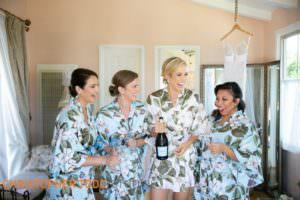 bridesmaids-at-la-venta-inn