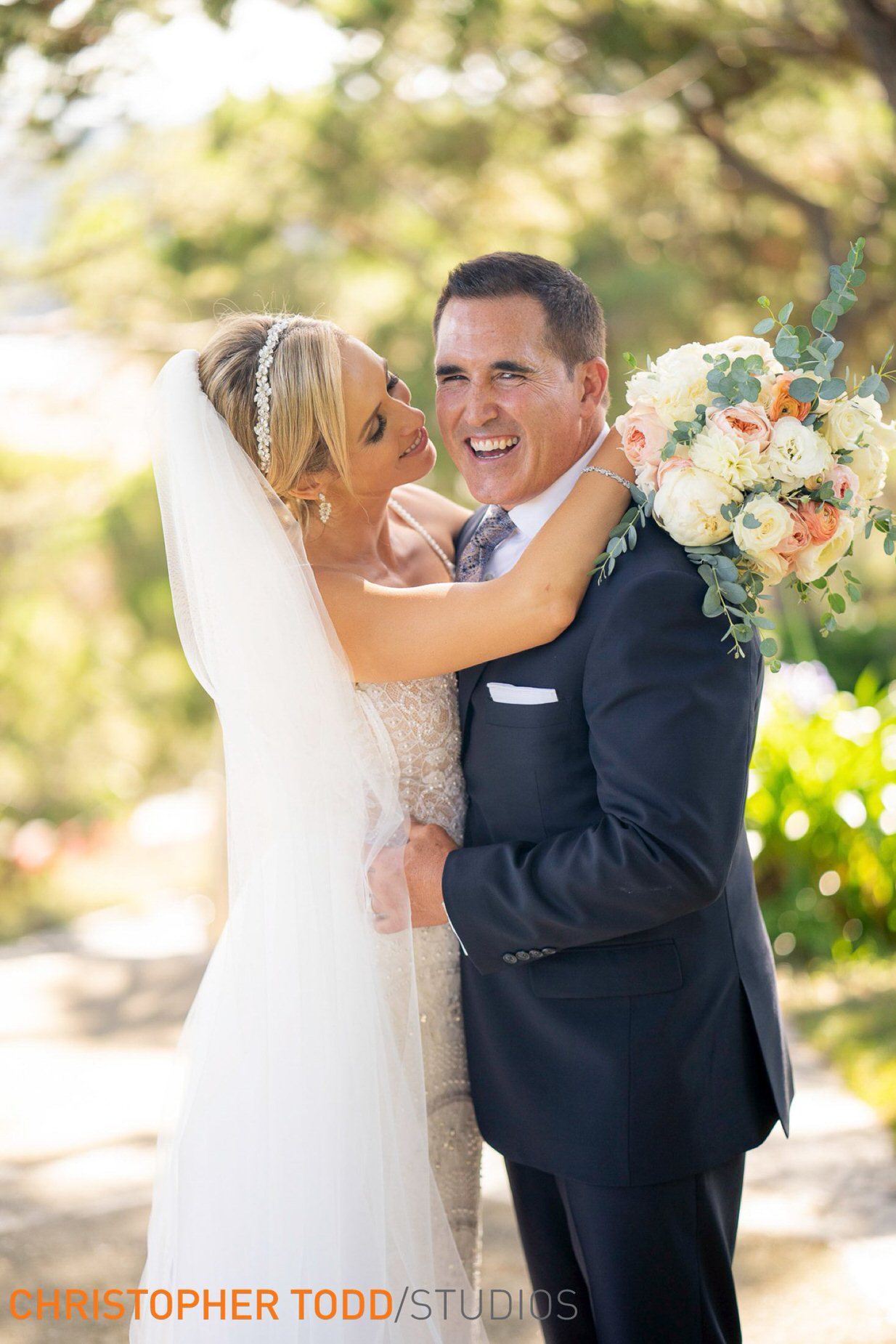 bride-and-groom-at-wayfarers-chapel