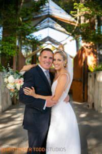bride-and-groom-photos-at-wayfarers-chapel